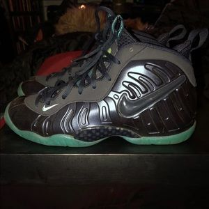 6941919a223 Nike Shoes - Dark obsidian foams
